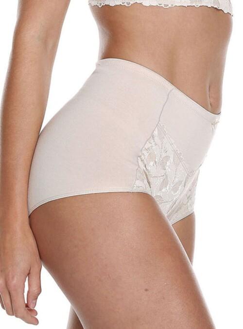 Panty clásico tiro alto señorero, excelente modelación elaborado en algodón lycra y encaje. Moda interior femenina.